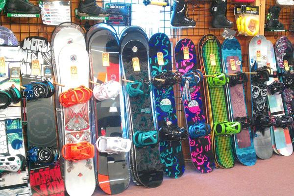 Ski/Snowboard Service & Repair Family Image