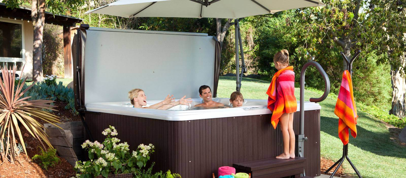 There's room for the whole family in the Tempo hot tub, which features comfortable seating for 6.